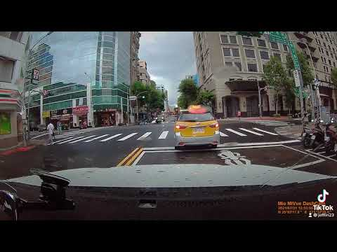 綠燈停?! 紅燈行?! 紅燈直直走馬路如虎口!