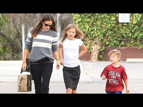 SingleMom Jennifer Garner With Violet And Samuel At Church