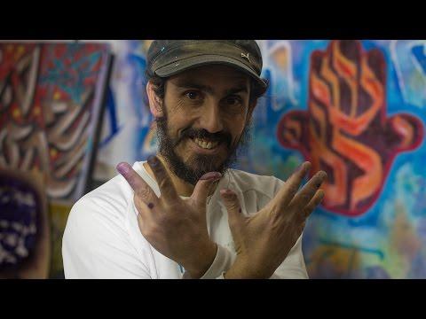 Dan Groover paints in Jerusalem