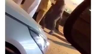 سائق باكستاني يعتدي على سعودي بوحشية .. فيديو