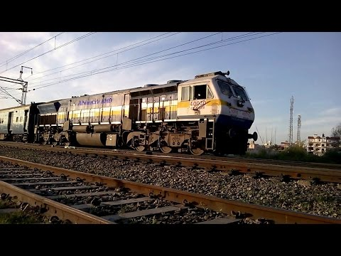 Thrilling high speed EMD action: TKD WDP4B #40070 with Bilaspur bound Chhattisgarh Express