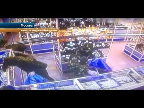 Вооруженное ограбление ювелирного магазина попало на видео