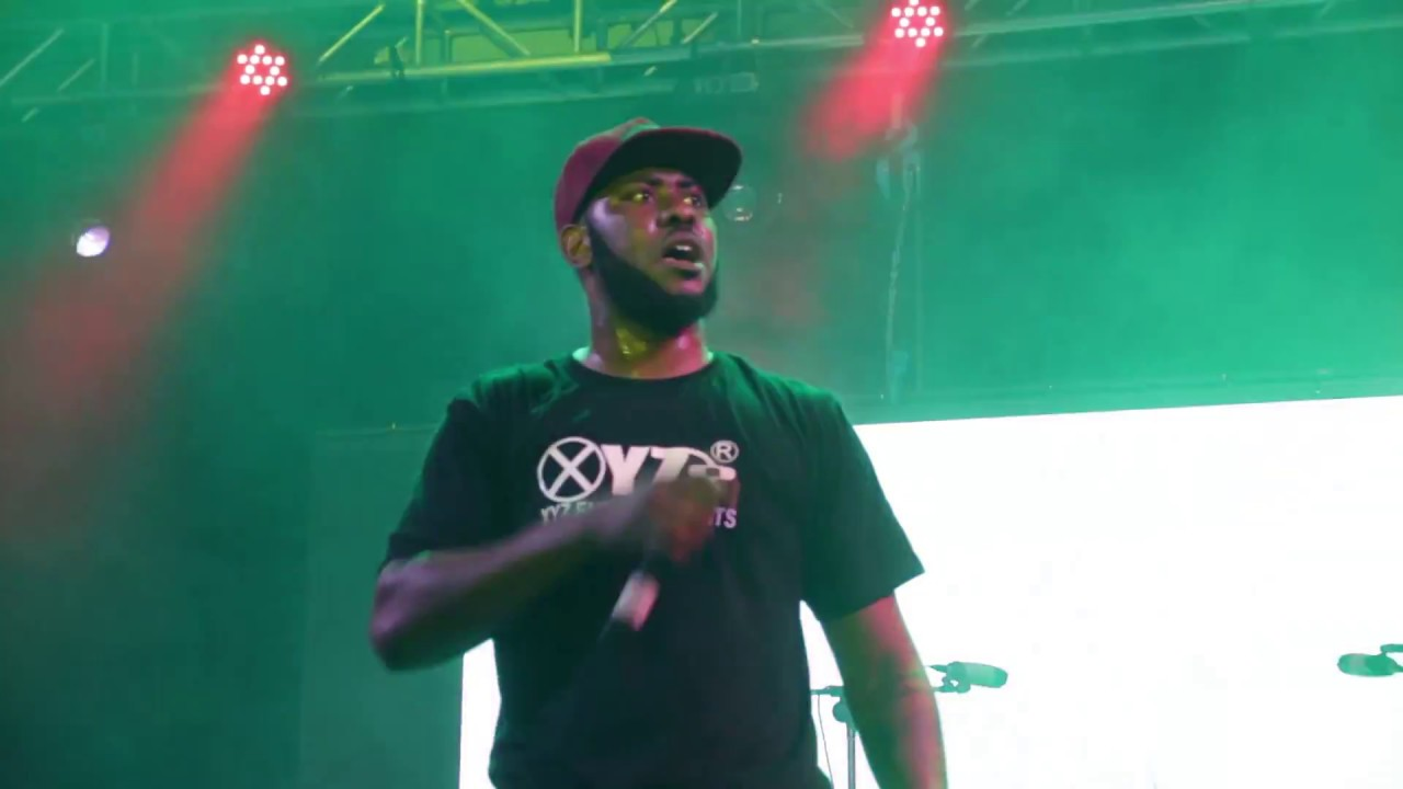 Download Slap Dee live on stage at woodlands stadium