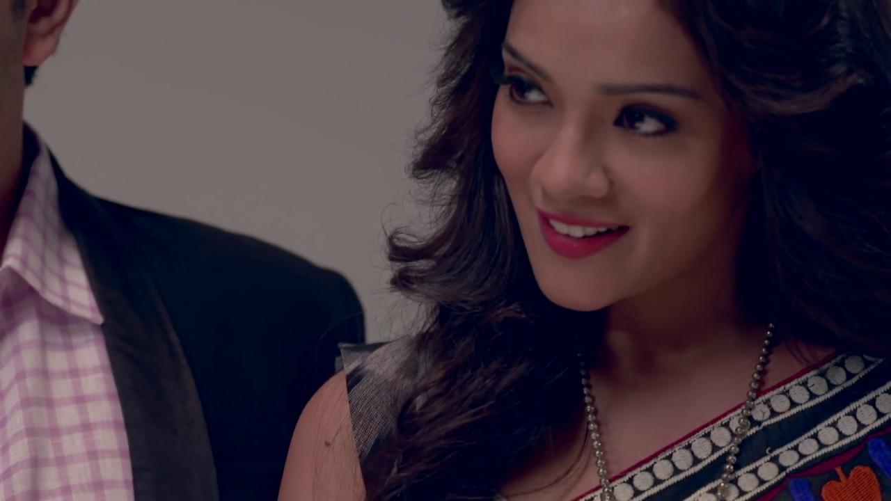 Hot Indian Tv Serial Actress Navel Show In Low Hip Saree Youtube