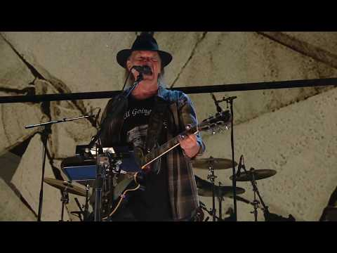 Neil Young and Promise of the Real - Rockin' in the Free World (Live at Farm Aid 2017)