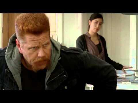 The Walking Dead 5x16 – Rosita drops the metal tray