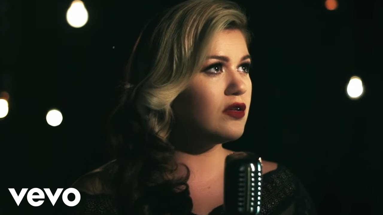 Kelly Clarkson - Wrapped in Red - YouTube