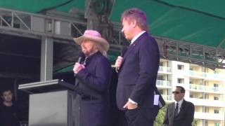 Barry Gibb Interview with Richard Wilkins - Bee Gees Way Redcliffe Festival, Qld. 11/9/15
