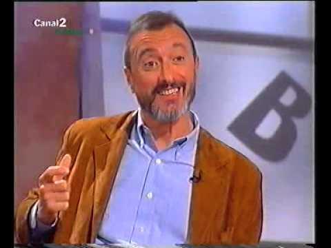 """ARTURO PÉREZ-REVERTE. En El público lee (""""Cabo Trafalgar""""). Canal 2 Andalucía, 2005"""