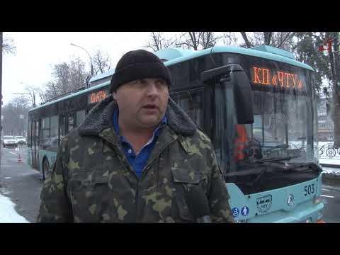 Телеканал «Дитинець»: Авто на білоруській реєстрації пошкодило новий тролейбус, водій поїхав з місця ДТП