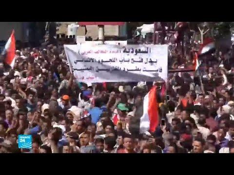 يمنيون يتظاهرون في تعز ويتهمون التحالف العربي بتجويعهم