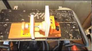 Самодельный винтовой прижим для приспособления CMT (косой шуруп).(Потихоньку осваиваю токарный станок по дереву. Делаю разные приспособления для мастерской. Сделал винтово..., 2013-11-17T13:30:19.000Z)