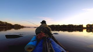 видео: Рыбалка осенью на две ночи. Ловля щуки и судака. Рыбалка на каяке.