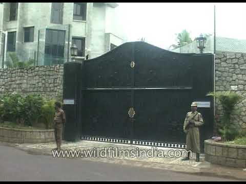 Former PM Manmohan Singh visits J.Jayalalitha's residence, Veda Nilayam in Chennai