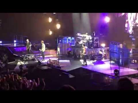 5 Seconds of Summer - Connecticut Song at Mohegan Sun 6/30/16