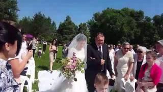 1-ая свадьба в семье Кирнев. Отец ведет дочку под венец и отдает жениху