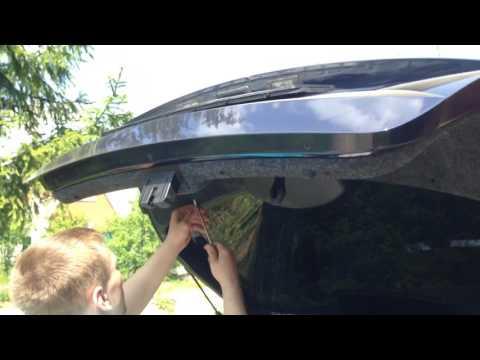 Снять обшивку багажника skoda rapid