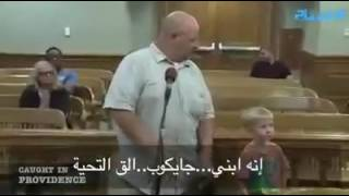 بالفيديو.. قاضي يستعين بطفل للحكم على والده.. فماذا كان حكم الطفل!