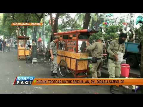 Sat Pol PP Razia PKL di Jalan dan Trotoar