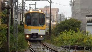 近鉄団体専用列車「楽」使用ウルトラマン列車、八木駅連絡線通過光景