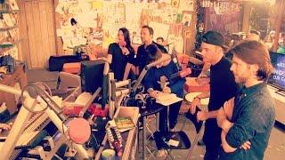 Op bezoek in het 3FM glazen huis | Vloggloss 41