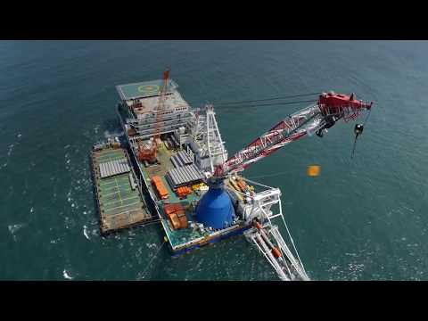 Shallow water pipe lay barge Stingray