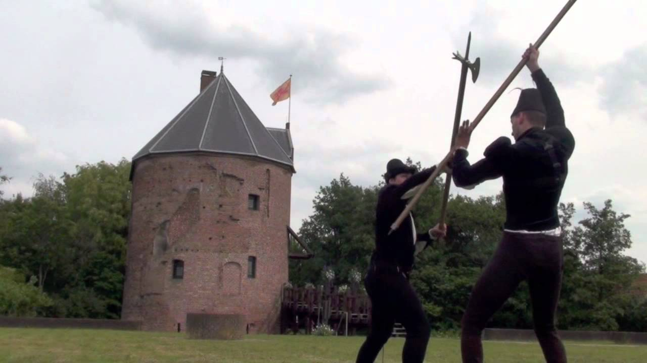 15th Century fighting demonstration - YouTube