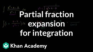 Partial fraction expansion to evaluate integral