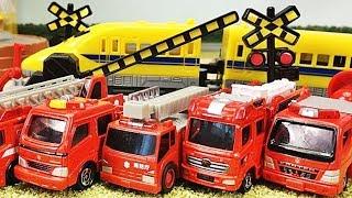 踏切 線路 アニメーション はたらくくるま 消防車が街を守る!!公園の噴水からマグマが!!? 消防車のミニカーがサイレンを鳴らしながらいっぱい出動!FireEngine Toys Gizmone
