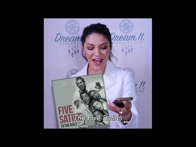 Jessica Szohr plays Last Thing on your Phone at Dream It Con\'s Gossip Girl Convention
