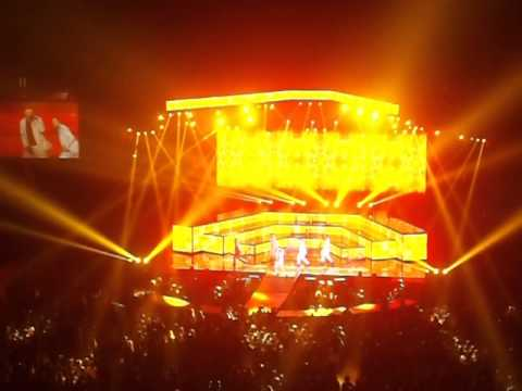 Backstreet Boys In A World Like This 2014 - London O2 - 6 [Opening Song]