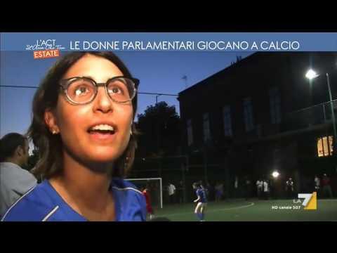 le donne parlamentari giocano a calcio youtube