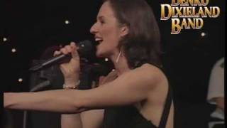 Theme From New York New York - HUNGARIAN BORDER GUARD BIG BAND feat. Andrea Malek