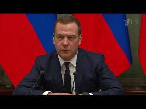 Правительство России в полном составе уходит в отставку.