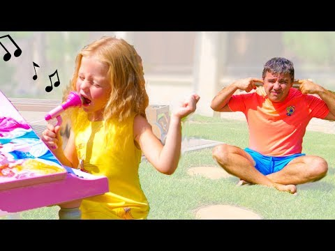 Настя ужасно поёт и мешает Папе  -  Nastya and Papa Pretend Play with Musical Instruments