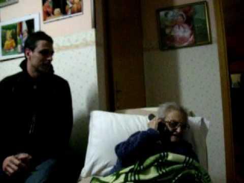 la-nonna-e-la-telefonata-al-dottore