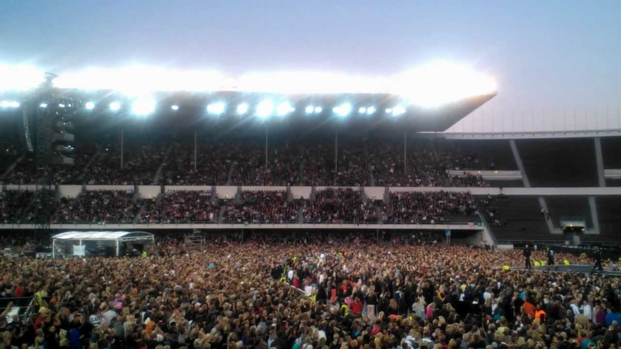 MDNA Waves in Olympiastadion Helsinki - YouTube