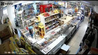 Мужчина с ножом взял в заложницы продавца магазинав Нур-Султане