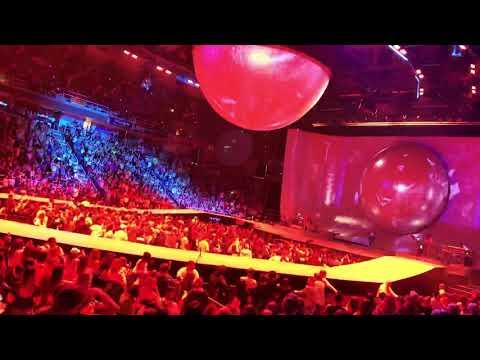 ARIANA GRANDE | Dangerous Woman [Live At Albany Sweetener World Tour 2019]