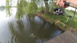 Наконец то я ее поймал Первая щука на домашнем водоеме рыбалка в дождь Щука в мае на джиг