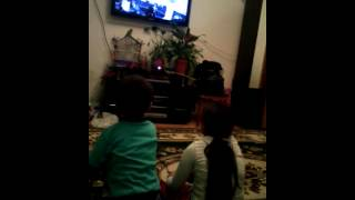 Когда брат и сестра спорят из-за избокс 360