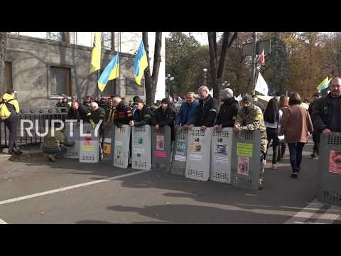 Ukraine: Around 1000 continue anti-corruption protest outside parliament