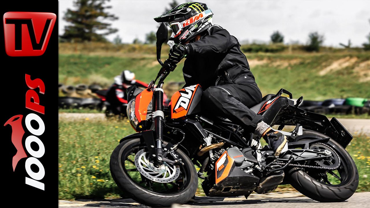 video ktm 125 duke test 2014 inkl sturz 125er. Black Bedroom Furniture Sets. Home Design Ideas