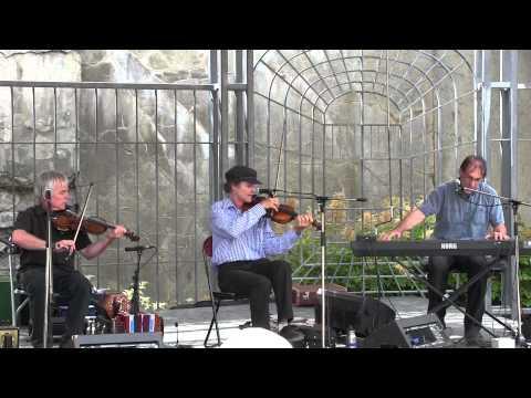 Les Ruine-Bottines jouent Jos Bouchard : reels Béatrice et