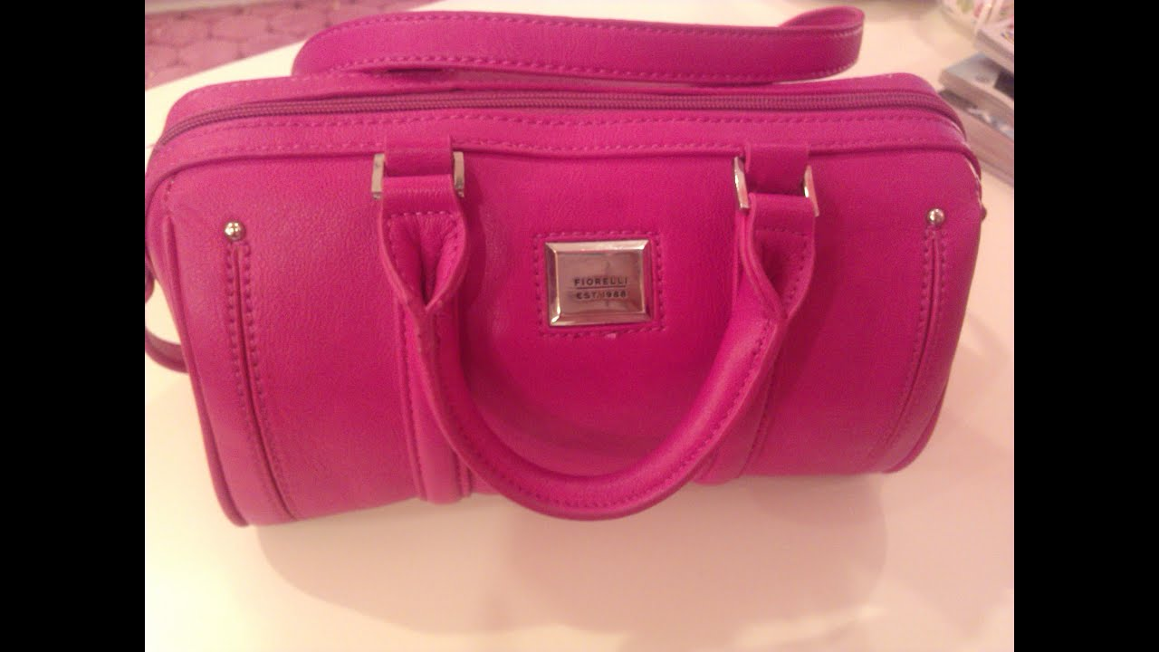 cec6af43704ab ماذا يوجد في حقيبتي what s in my bag - YouTube