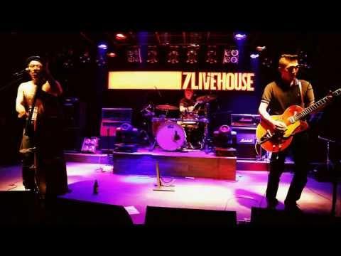 ROLLING BOWLING live @ 7Livehouse, Zhengzhou, Henan, China 10-26-2013