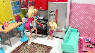 Barbie and Chelsea Baking Kitchen Painting!!