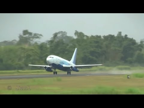 Global air b737-200, XA-UHZ, departure from La Ceiba airport.