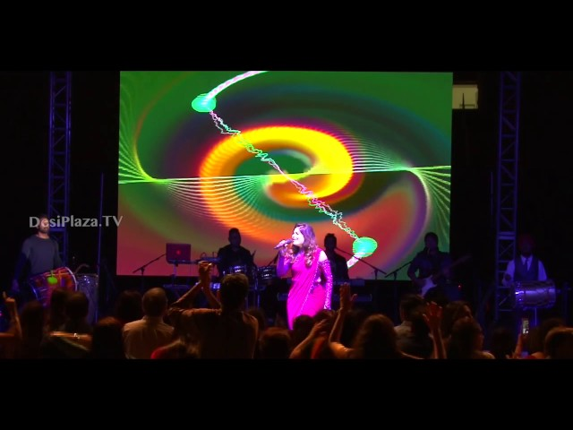 Extraordinary live performance by Kanika Kapoor singing her debut song