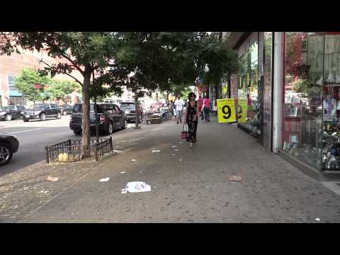 Walking in Harlem - 125th street